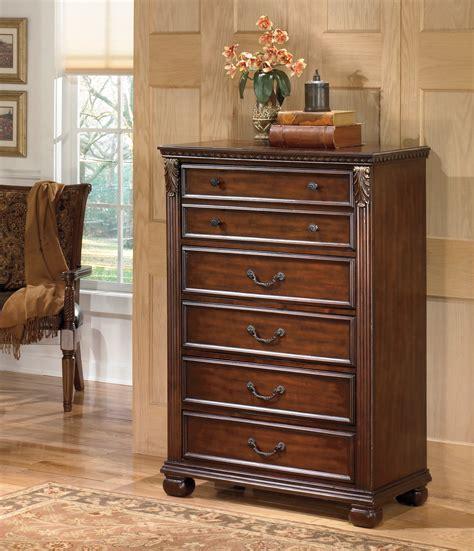 leahlyn  drawer chest  ashley   coleman