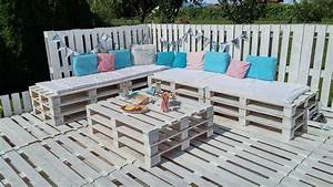 Bbq feasting deck made of pallets diy for Pallet patio floor