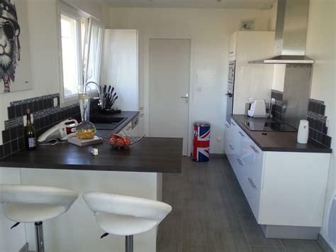 cuisines blanches et bois cuisine noir et blanc et bois