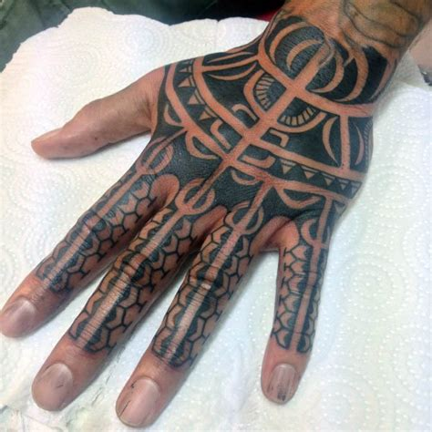tribal hand tattoos fuer maenner manly ink design ideen