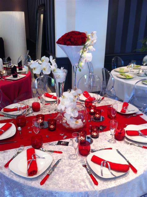 day event tables rouges  blanches roses