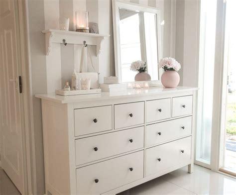 deko flur kommode die besten 20 schlafzimmer ideen auf kleiderschrank schlafzimmer themen und