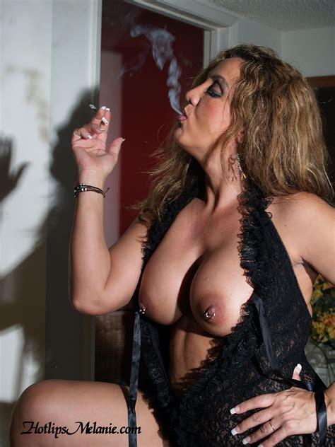 Milfs Smoking Cigarettes 50370 Hotlips Melanie Puffs On A