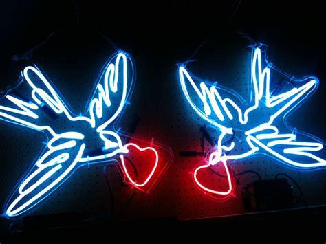 neon lights for custom made neon birds by studio glow custommade