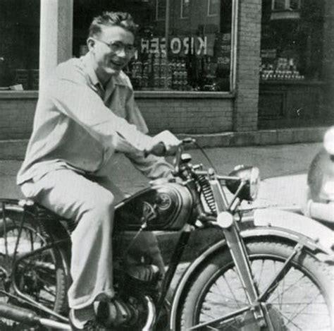 esta es una lista de  hombres famosos  sus motocicletas