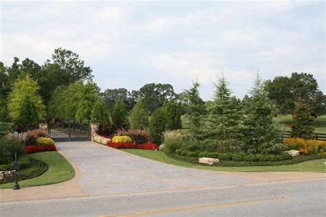 landscaping ideas for entrance driveway driveway entrance landscaping ideas driveway entrance designs pictures driveway gate