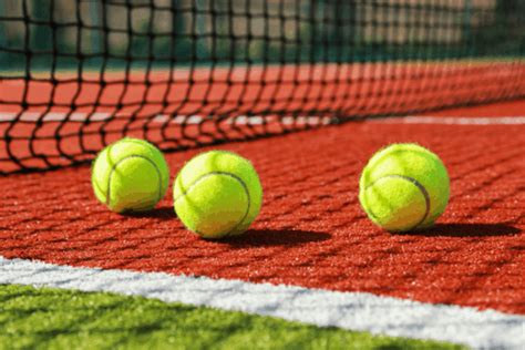 hoe worden tennisballen gemaakt