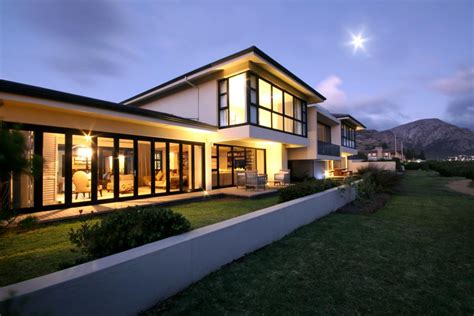 Tour A Dramatic Contemporary Home In Hermanus, South