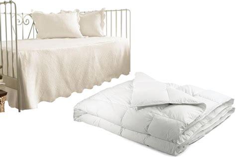 Duvet Vs Comforter Vs Coverlet by Coverlet Vs Comforter Beddingvs