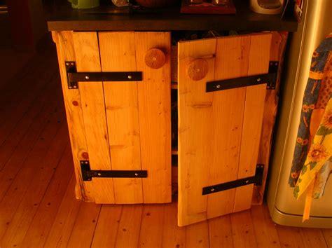 chaise cuisine haute mobilier et recyclage de palettes pour un intérieur