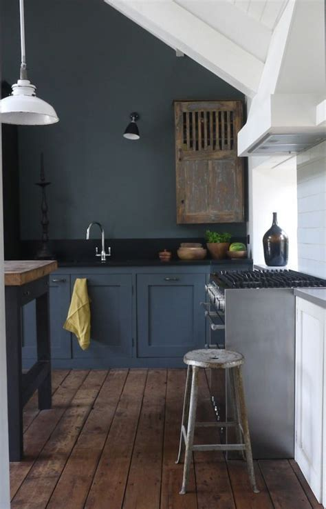 27 Moody Dark Kitchen Décor Ideas   DigsDigs