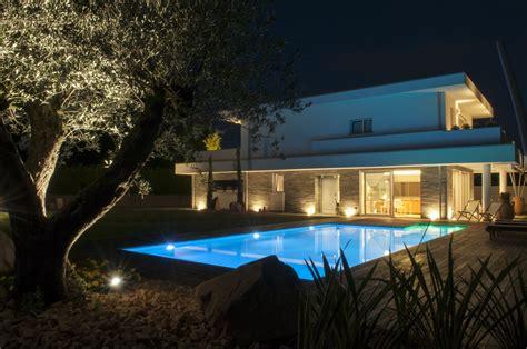 Illuminazione Villa Con Piscina  La Luce