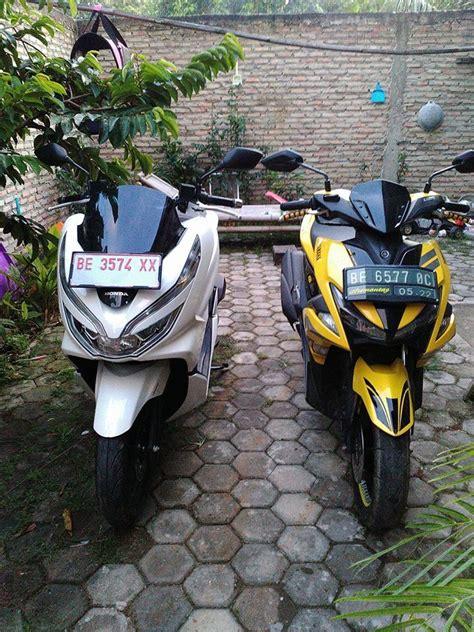 Pcx 2018 Vs Aerox by Begini Ketika Honda Pcx 150 Dan Aerox 155 Berdingan