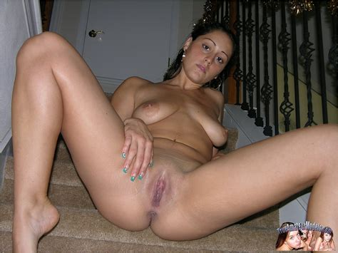 Saggy Tits And Shaved Snatch Amateurporn Photos