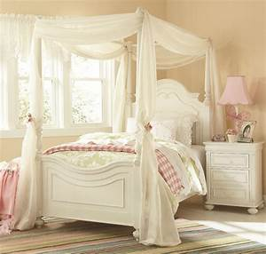 Legacy Classic Kids Charlotte Poster Canopy Bedroom Set In
