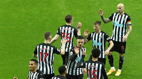 I count at least these 19 Newcastle United squad members ...