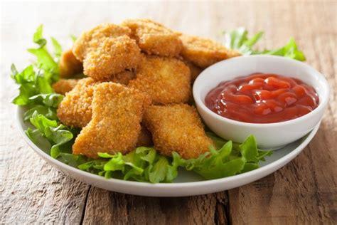 A small piece of chicken or fish that has…. nuggets caseros para niños | CocinaDelirante