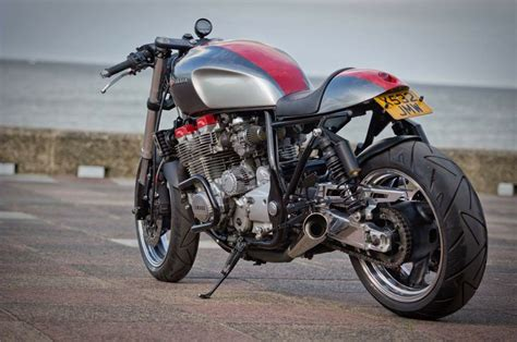 "Cafe Racer : Yamaha Xjr1300 Cafe Racer, ""the Widow Maker"""