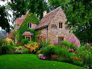 English Cottage Garden Wallpaper