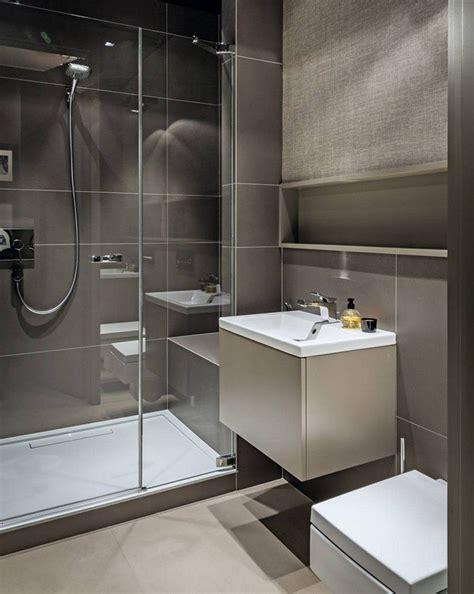 Kleine Badezimmer Fliesen Bilder by Kleines Bad In Beige Und Taupe Dusche Mit Glasabtrennung