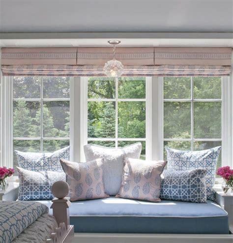 canapé sous fenetre window seat ou l aménagement chambre à l ambiance