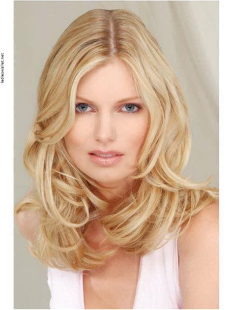 blonde mittellange haare frisuren