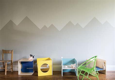 peindre un mur de couleur peindre un mur en deux couleurs dynamisez vos espaces