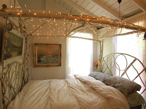 twinkle lights for bedroom 45 ideas to hang christmas lights in a bedroom shelterness 17654 | holiday lights in a bedroom 8