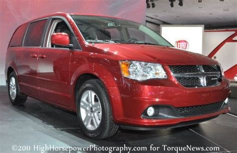 Next Generation Chrysler Minivan by Next Chrysler Minivan To Offer Awd And A New Crossover
