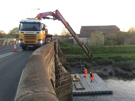 Pontoon Hire Uk by Commercial Floating Work Pontoon Hire For Working On Water