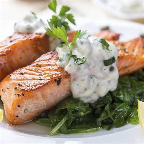 cuisiner l oseille fraiche recette saumon à l 39 oseille et aux épinards
