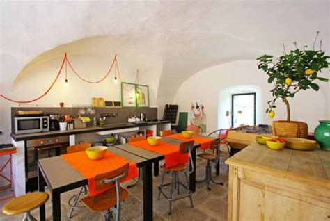 cuisine en orange cuisine ambiance provençale en bois accessoires déco orange