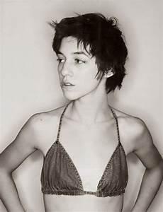 Charlotte Gainsbourg Cheveux Courts : les 782 meilleures images du tableau femmes c l bres sur pinterest femmes c l bres visages et ~ Dode.kayakingforconservation.com Idées de Décoration
