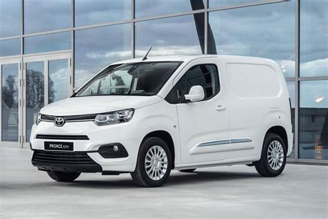toyota unveils  proace city van   year warranty
