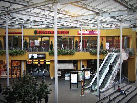 libreria feltrinelli parma barilla center panoramica dei negozi situati al piano terra centro