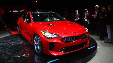 2018 Kia Stinger Debuts As Rwd Sports Sedan-shaped Middle