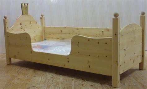 Kinderbett Holz 90x200 by Ein Kinderbett Aus Zirbe Zwergenm 246 Bel