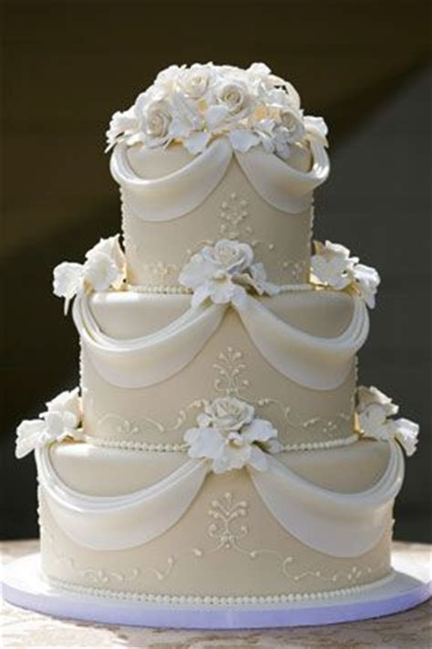 Best 25+ Fondant Wedding Cakes Ideas On Pinterest