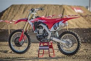 Honda 450 Crf : motocross action magazine video first ride on the 2018 honda crf450 ~ Maxctalentgroup.com Avis de Voitures