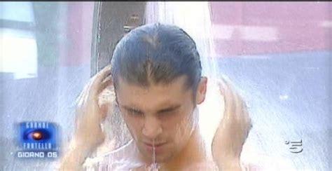 grande fratello doccia grande fratello 12 anticipazioni seconda puntata