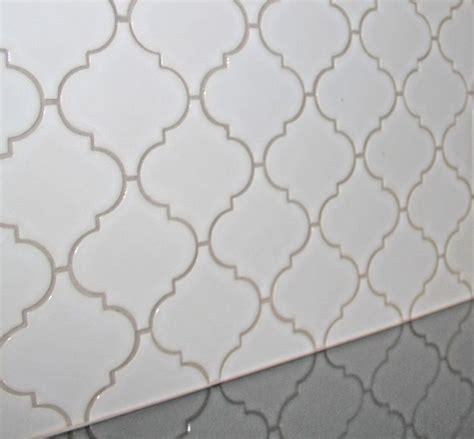 Blue Hawk Antique White Vinyl Tile Grout by Peste 1000 De Idei Despre Arabesque Tile Backsplash Pe