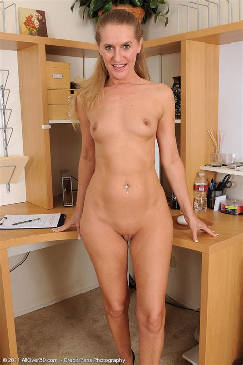 skinny milf sara relaxes her pussy after work pichunter