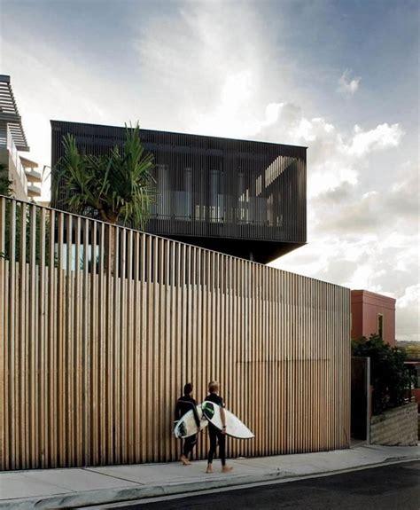 Moderne Häuser Mit Zaun by Schlichter Raster Aus Vertikalen Holzbrettern F 252 R Zaun Und