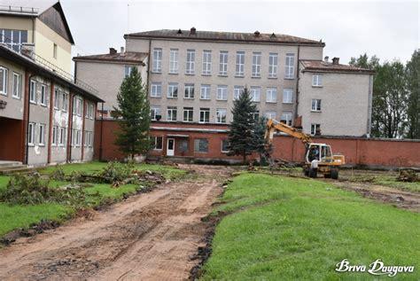 Sāk Jēkabpils 2. vidusskolas sporta laukuma pārbūvi ...