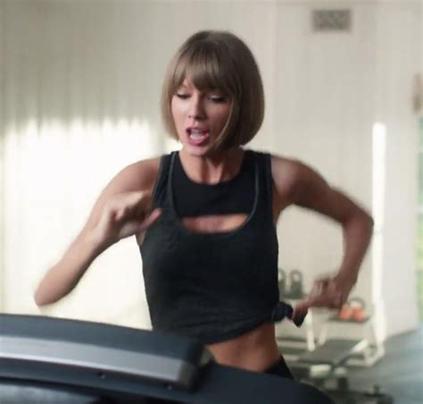 Watch Taylor Swift Run, Rap To Drake ... And Then Fall Off