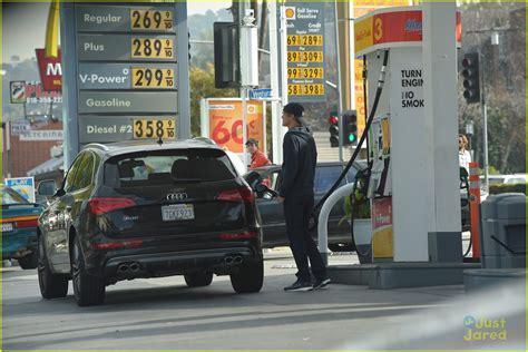 Dakota Fanning Runs Out Of Gas Her Dad Steven Saves The