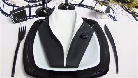 pliage serviette noir et blanc sedgu