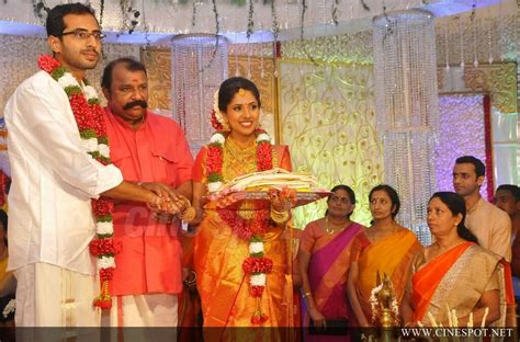 actress karthika murali photos murali daughter karthika marriage photo 6