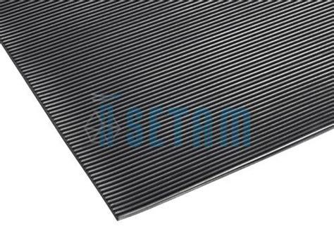 tapis caoutchouc antiderapant au metre tapis caoutchouc strie tapis antid 233 rapant au m 232 tre 233 aire