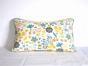 les 25 meilleures idees de la categorie oreillers jaunes With tapis champ de fleurs avec tissu épais pour canapé